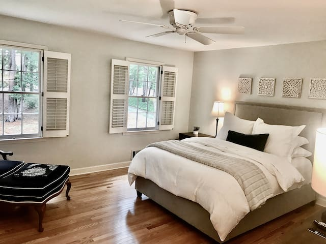 Luxury Private Bedroom Exclusive Neighborhood