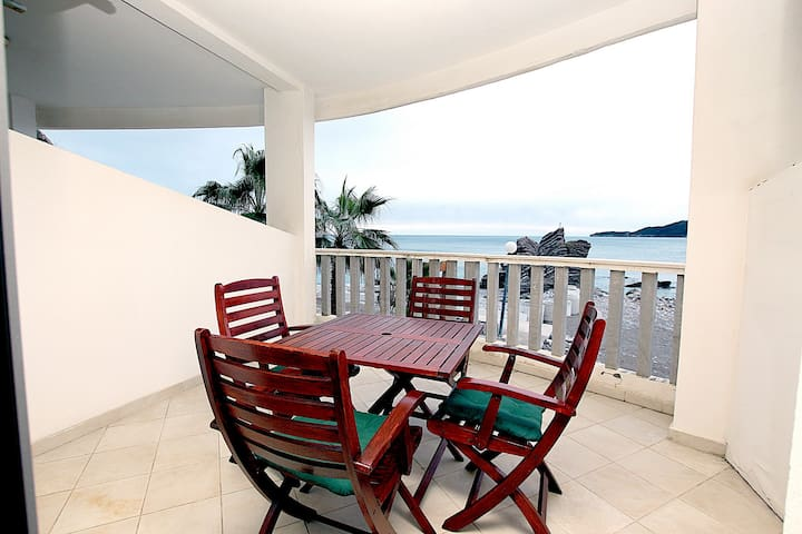 Beach Side Studio Apartment With Sea View