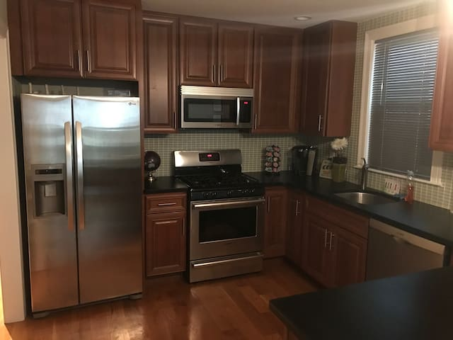 South Boston New 1 BR 5 min from convention center
