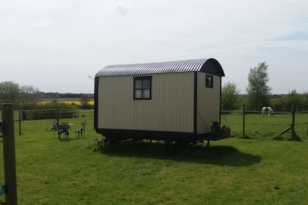 Secluded Traditional Shepherds Hut - Wereham - Pondok