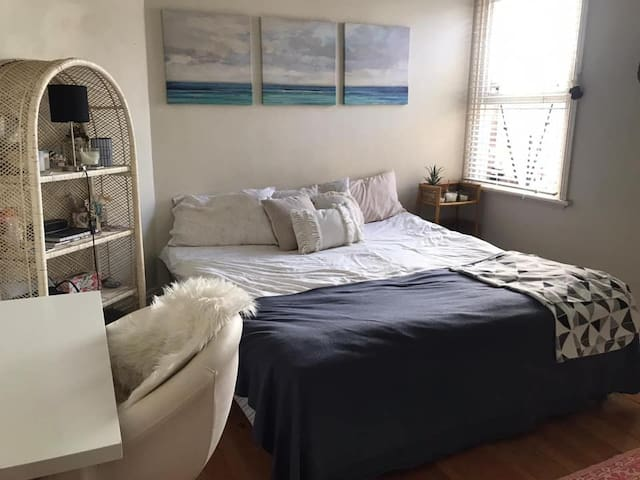 1 person bedroom short term in share house