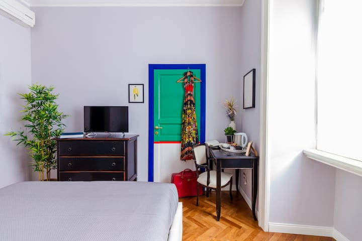 Cozy and colorful double room near the Vatican
