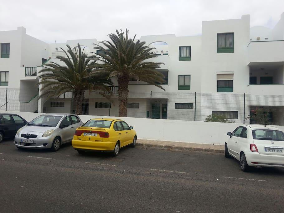 aparcamiento gratuito debajo del apartamento 3' piso el arco al lado de la parmera frente al hotel ella.