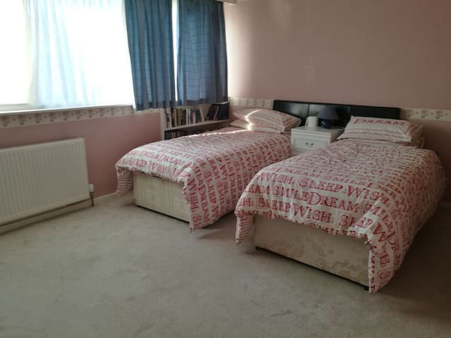 Close to NEC, twin bedroom to be let in Solihull