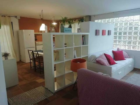 Sa casa sana un apartamento en un espacio idílico.