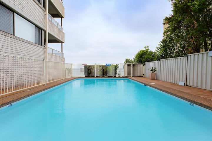 3 'Bangalee' 41 Soldiers Point Rd - Fantastic Waterfront Unit with Pool, WIFI & Chromecast