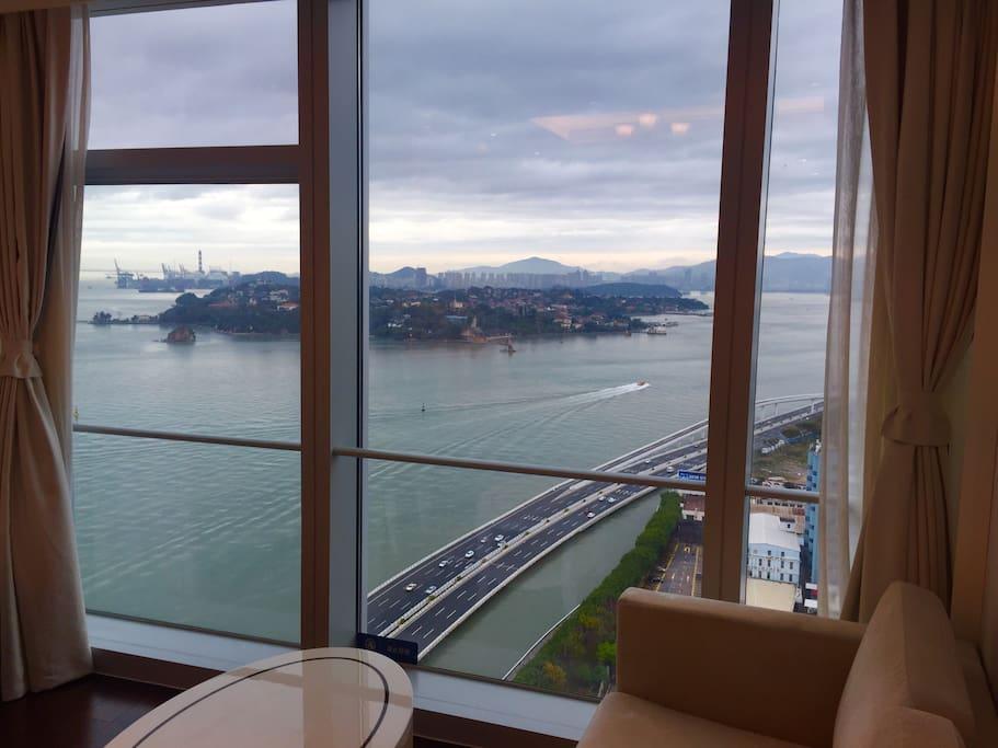 公寓楼180度落地窗外鼓浪屿无敌海景实拍