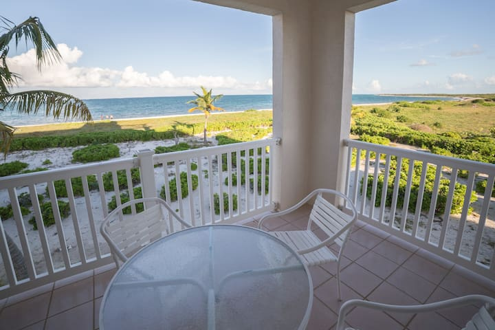 Ocean front 2bdrm stunning view pool hot tub beach