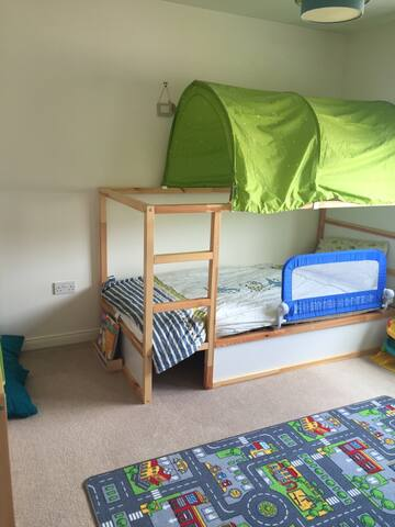 Fun spacious childrens bedroom - Inverness