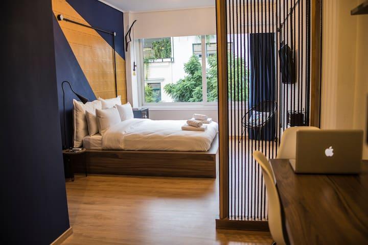 MÔSS-Monastiraki Square Suite
