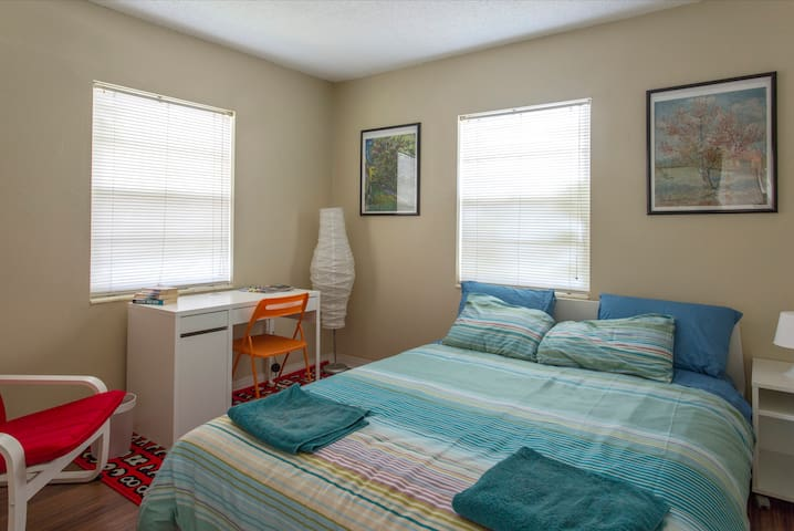 South Tampa Sunny Quiet Room 4 You!