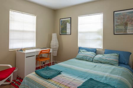 South Tampa Sunny Quiet Room 4 You! - Tampa