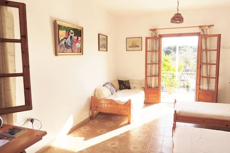 Traditional 3 bed studio in Troulos.