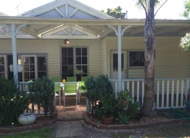 BAYSIDE HAMPTON FABULOUS HOUSE CLOSE TO BEACH