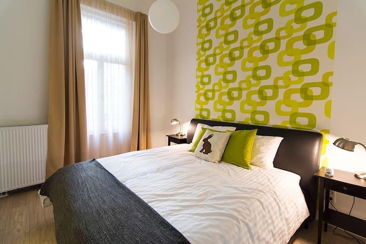 Master Bedroom King Size Bed - Vitalo Suite Budapest