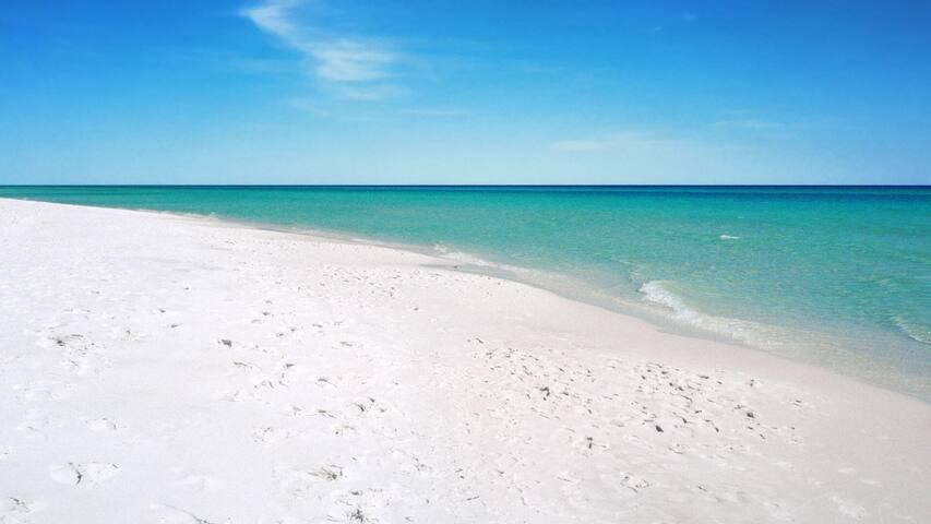 Relaxing Oasis at Beach/Pools/Lake!