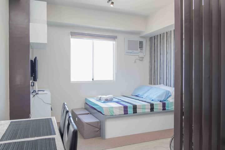 Bacolod Condominium across Ayala & 10 min to SM