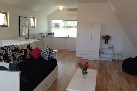 LOVELY BEACH STUDIO IN THE TREES! - Scarborough