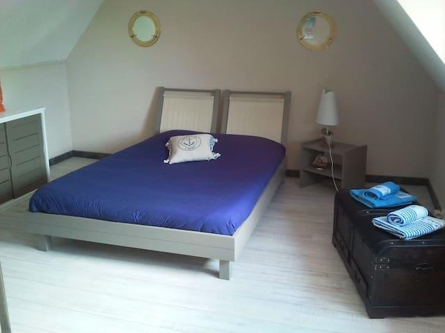 Chambre familiale lit double 1