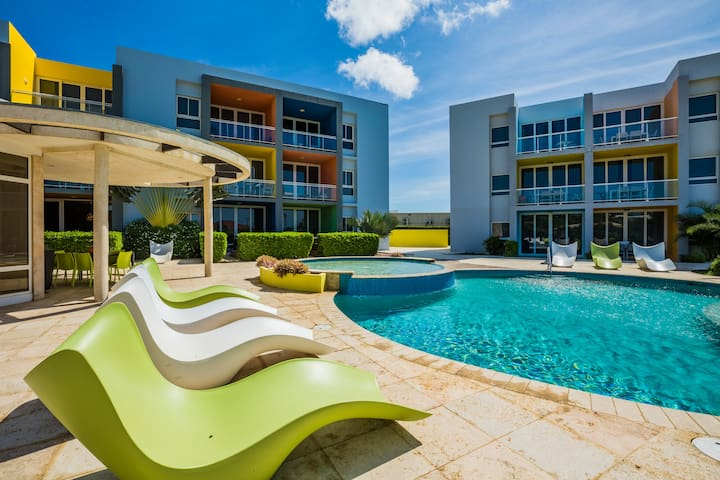 Modern 2BR, With Pool, 5 min drive to Eagle Beach
