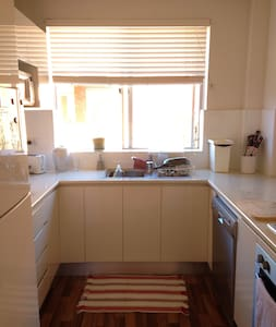 200m from Dee Why beach! - Apartamento
