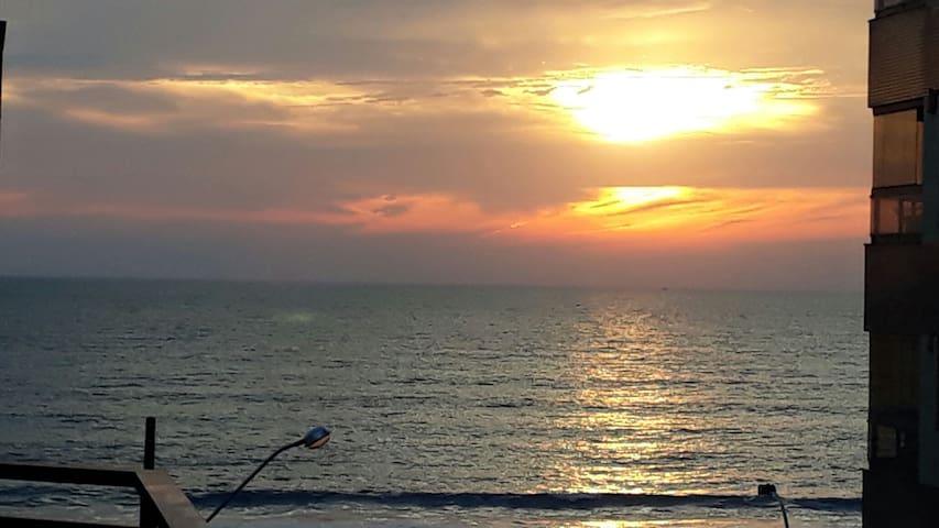 Confortável apto e vista Mar incrível