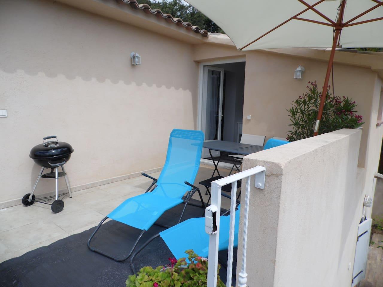 Terrasse aménagée 4 m², côté Sud/Est.