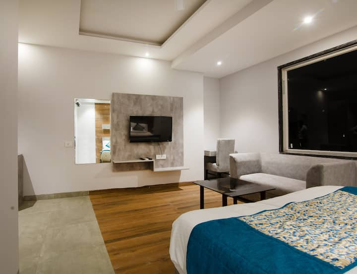 Deluxe Room  with Breakfast(2 Adult + 2 Child) -