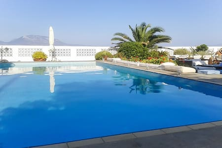 Luxury beach house w/swimming pool - Nerantza