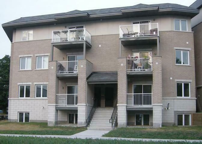 Beautiful, Upscale Condo. Covered Parking Space!