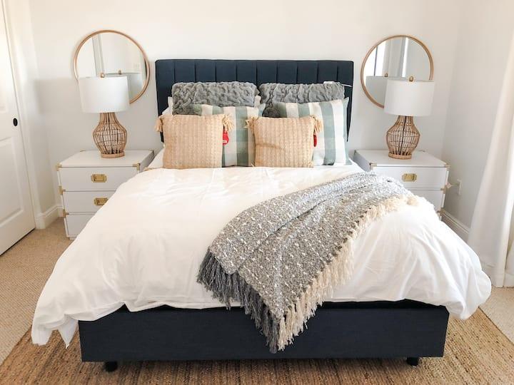 Modern Affordable Bedroom w/own bath in Scottsdale