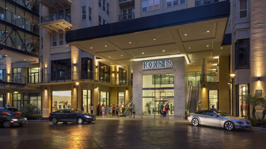 High Rise located directly above great shopping and trendy restaurants.