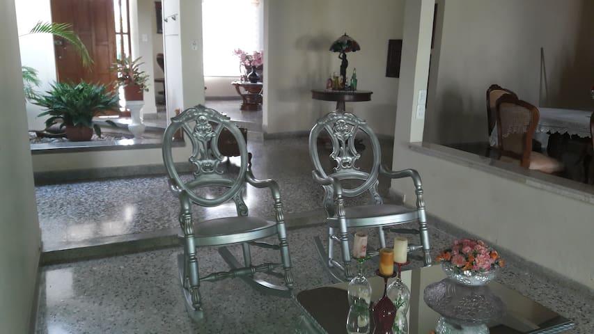 Sala de estar, comodas mecedoras