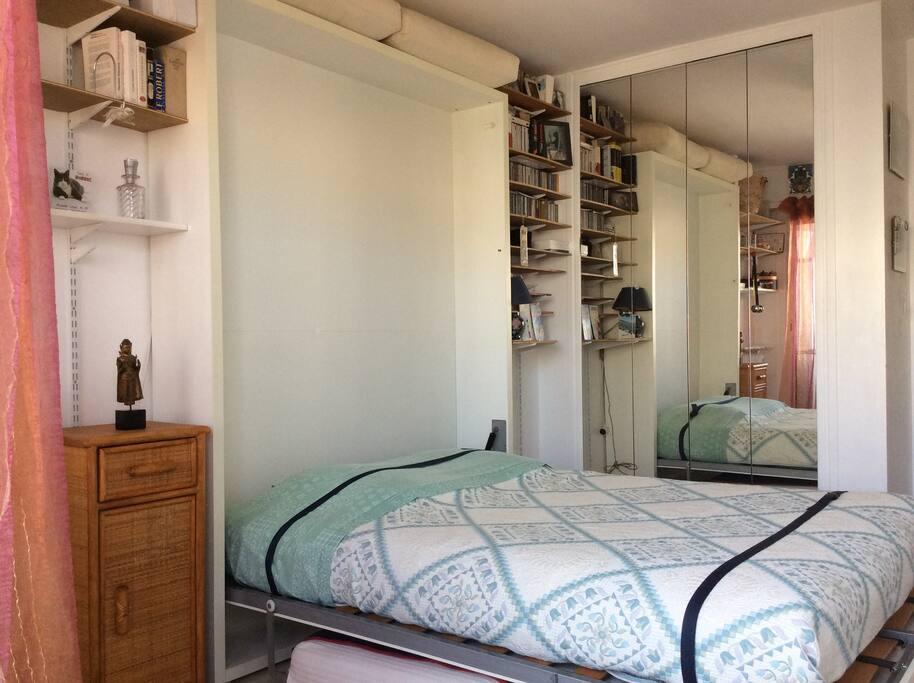 Belle chambre au calme et salle de bain attenante flats for Salle de bain translation