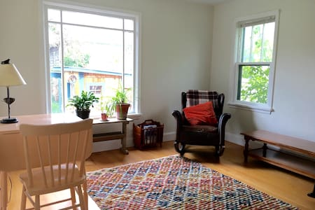 Charming Guest House Near Downtown - Livingston - House