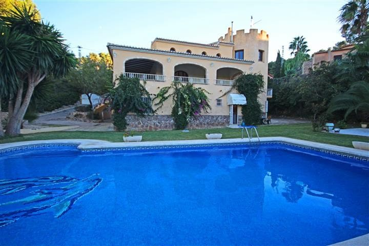 JAVEA,  7 bedrooms, 6 bathrooms and private pool