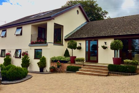 Llanmadoc Ensuite Bed and Breakfast Room on Gower