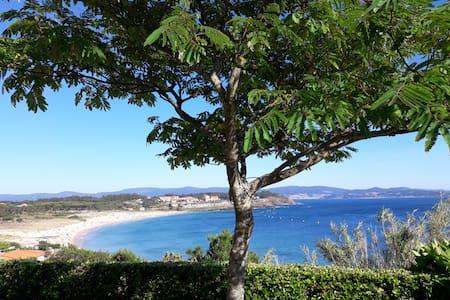 Playa de Montalvo (Sanxenxo). Balcón al mar.