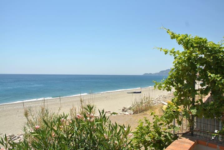 Casa Vite a mare sulla spiaggia - Fondaco Parrino - Appartement