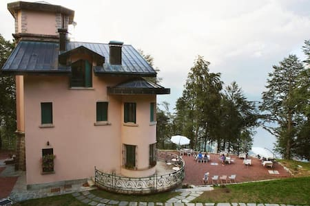 Apartment in historical Villa with lake view