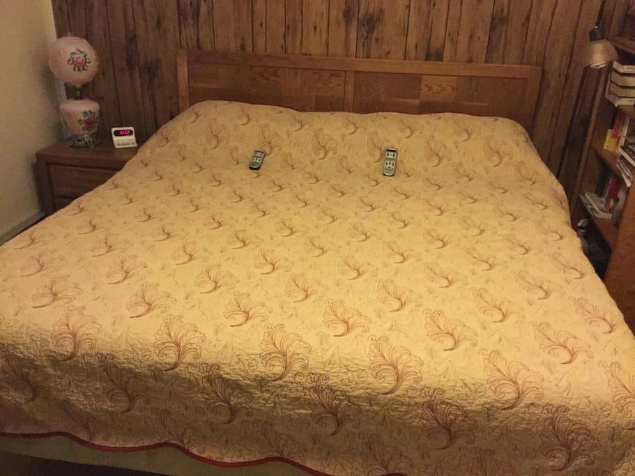 Upstairs bedroom. King temperpedic. Dual controls.
