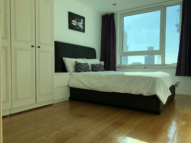 Bright 1BR flat in zone 1 + 24 hour door step tube