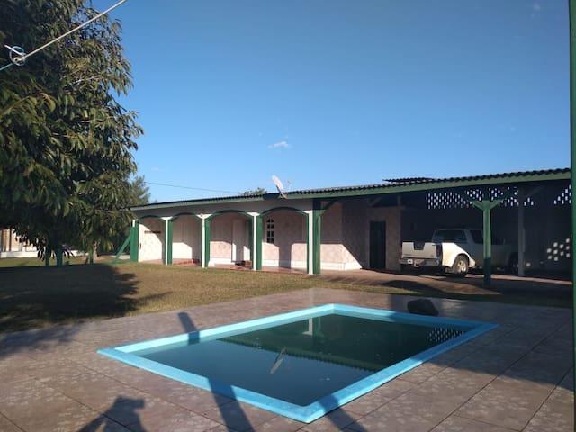 Casa Quintão c/piscina max 8 pessoas Pátio grande