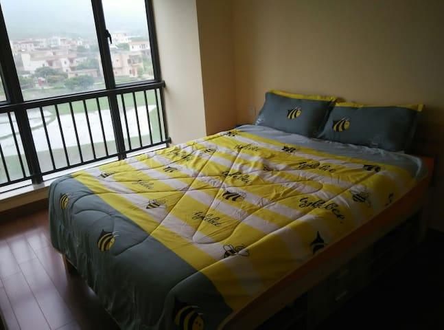 QUEEN BEDROOM IN OUR WEEKEND HOUSE - Huizhou - Huoneisto