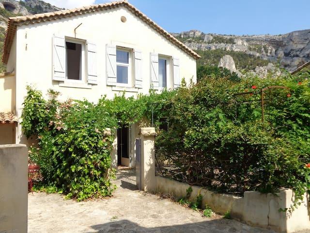 Maison de charme à Fontaine de Vaucluse - Fontaine-de-Vaucluse - House