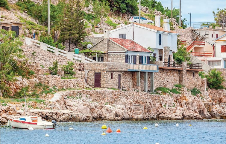 Holiday cottage with 2 bedrooms on 38m² in Starigrad