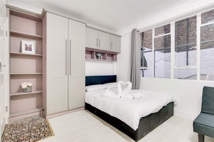 First floor 1b Apartment@ Soho Berwick street