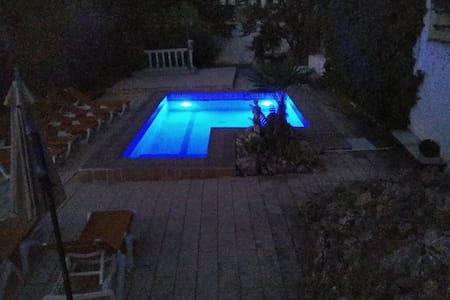 Casa hasta 20 pax.,  piscina y excelentes vistas