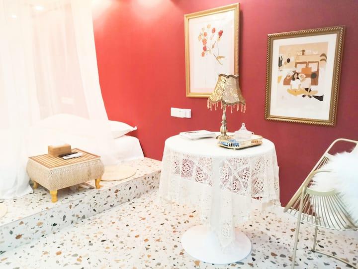佳乐世纪城•榻榻米大床•红色复古旗袍自拍