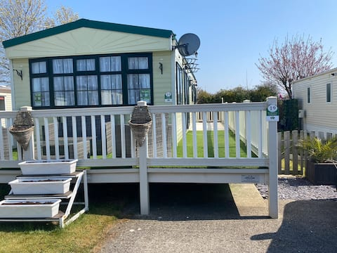 19 B. Traditional style caravan on 5* Holiday Park